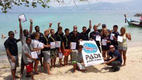 PADI Phuket IDC Candidats instructeurs heureux 36